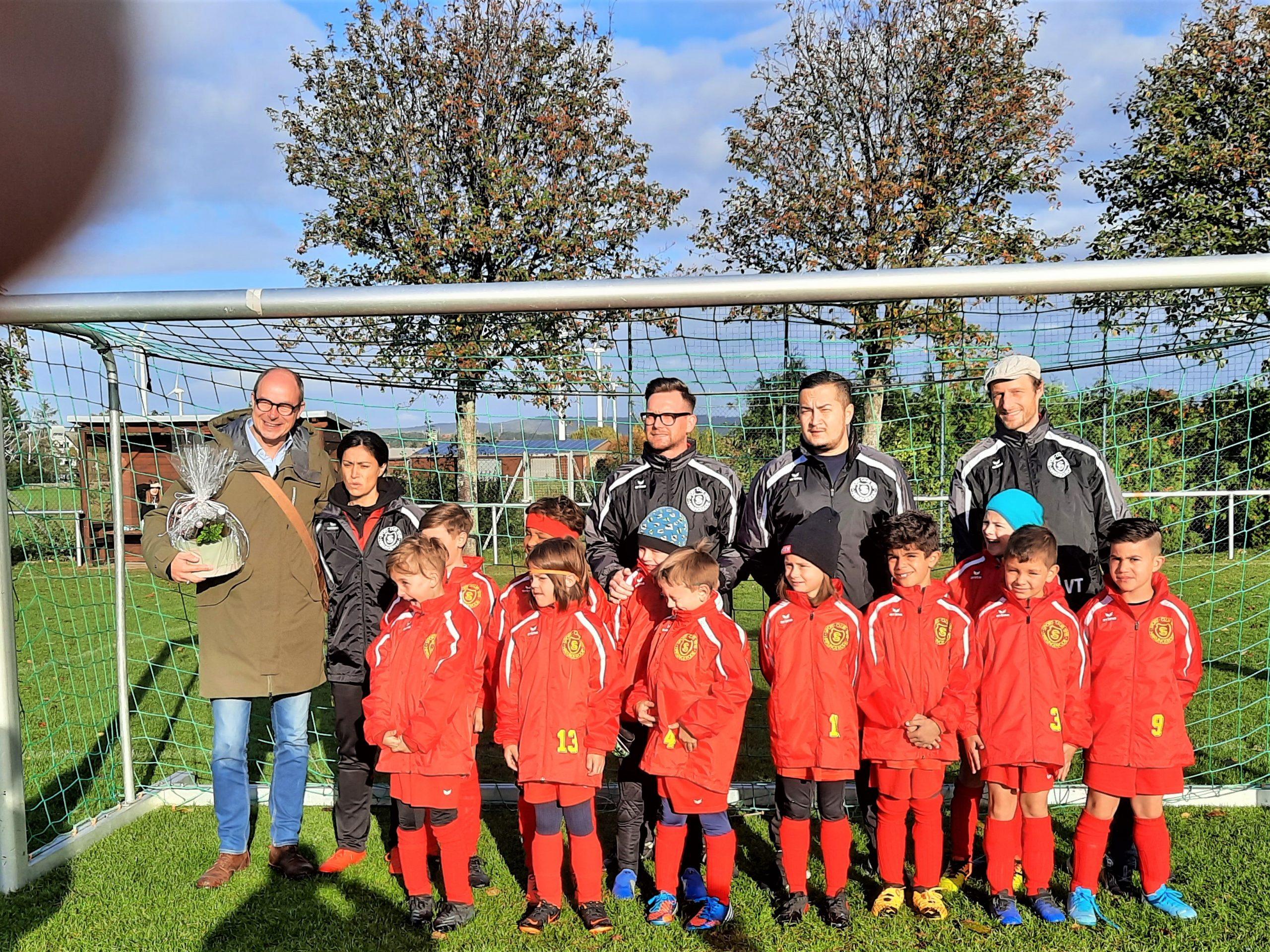 Read more about the article Regenjacken für die F-Junioren